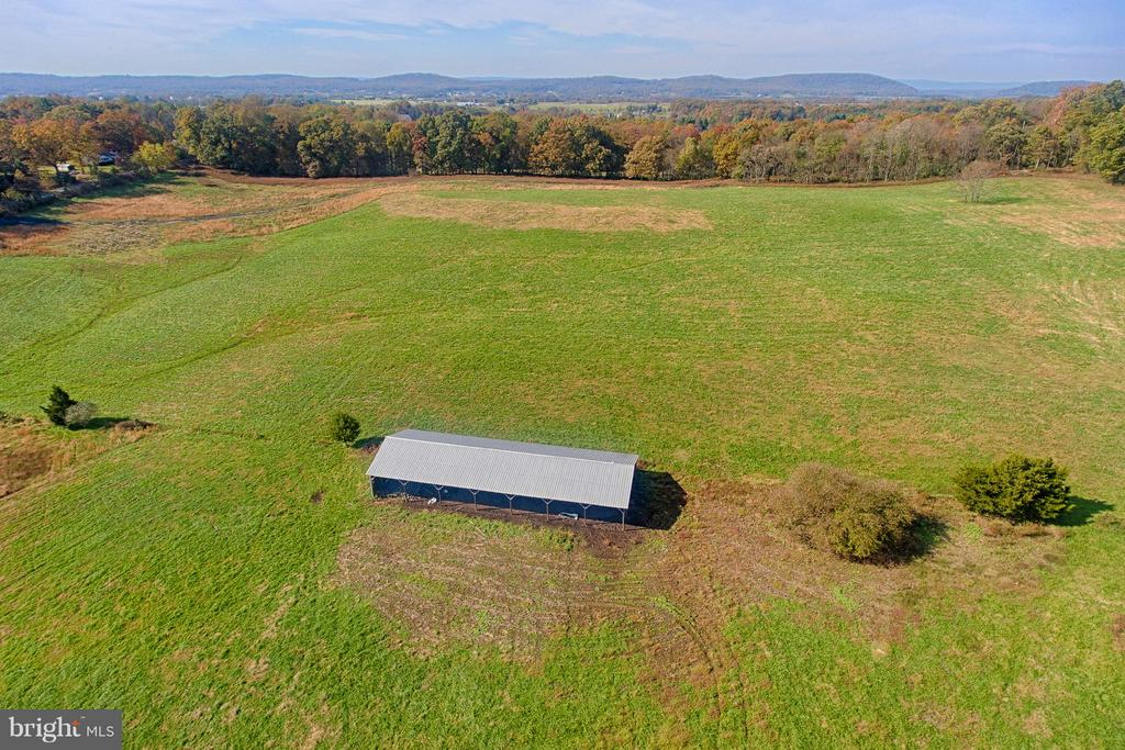 Large Pole Barn - 43660 SPINKS FERRY RD, LEESBURG