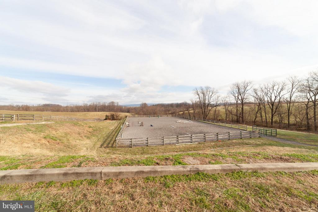 Riding Ring - 2200 QUEBEC SCHOOL RD, MIDDLETOWN