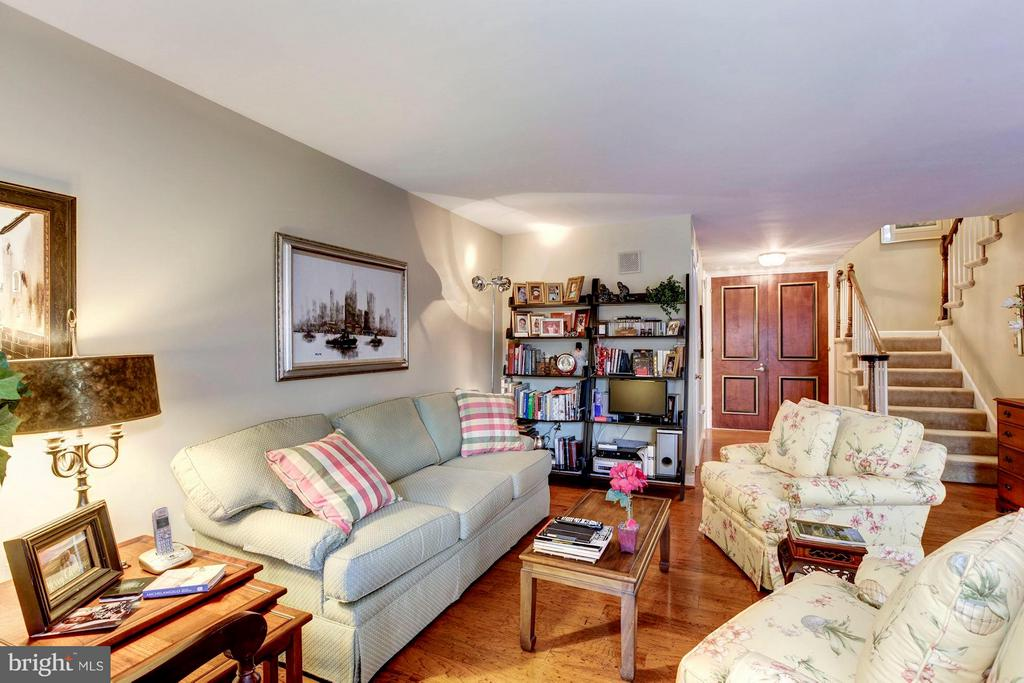 Comfortable Living Room - 4200 MASSACHUSETTS AVE NW #120, WASHINGTON