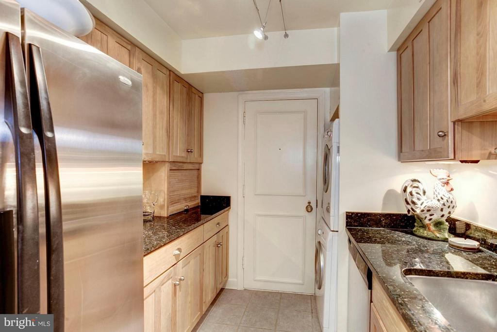 Chef's Kitchen w/Stainless Steel Appliances - 4200 MASSACHUSETTS AVE NW #120, WASHINGTON