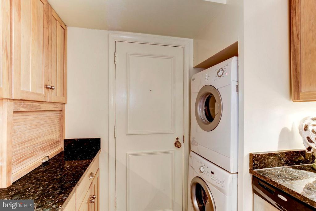 Laundry in the Apartment! - 4200 MASSACHUSETTS AVE NW #120, WASHINGTON