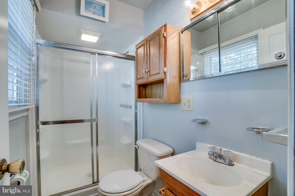 Master bathroom - 3327 SOMERSET LN, FREDERICKSBURG