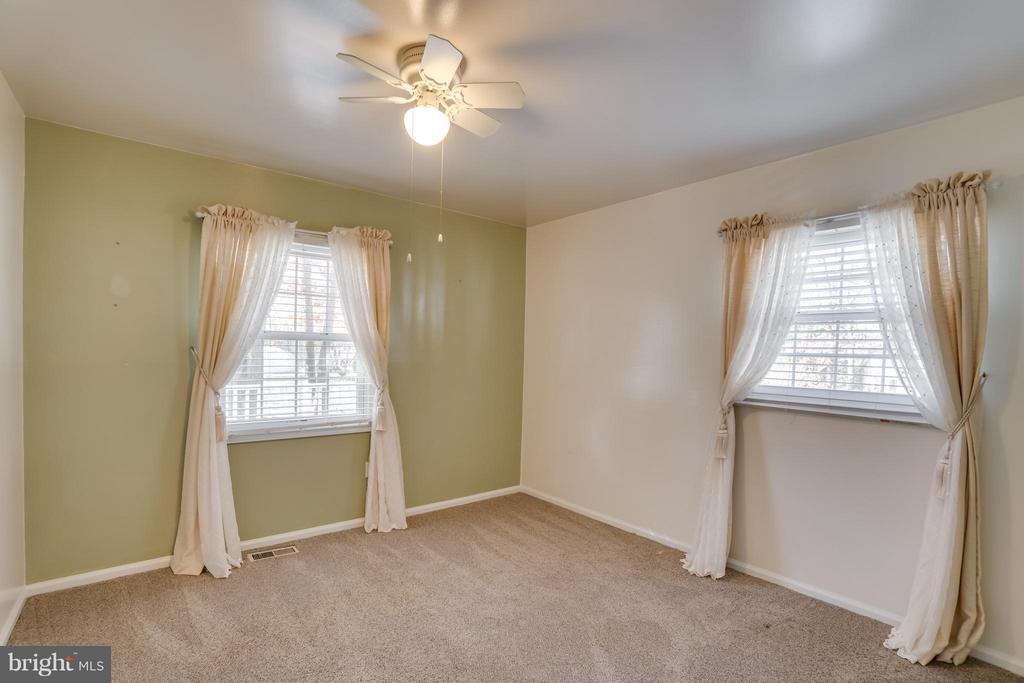 Bedroom 2 is very bright and spacious - 3327 SOMERSET LN, FREDERICKSBURG