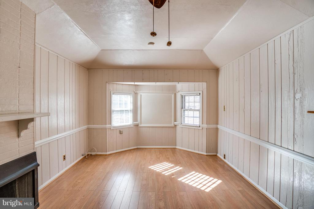 Enjoy the extra living space in the family room - 3327 SOMERSET LN, FREDERICKSBURG