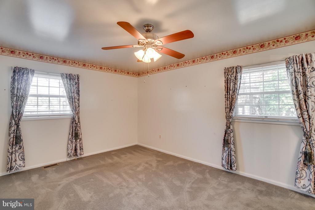 Nice master bedroom - 3327 SOMERSET LN, FREDERICKSBURG