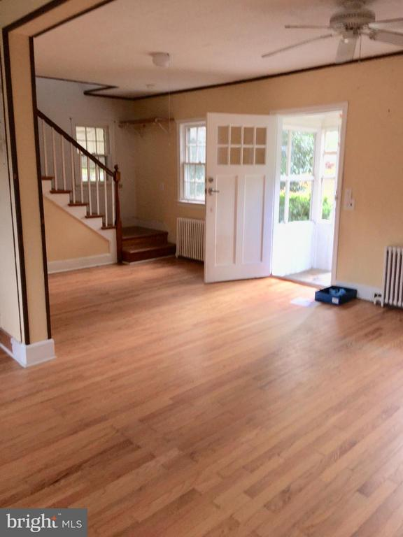 hardwood floor Living room - 4925 SUNSET LN, ANNANDALE