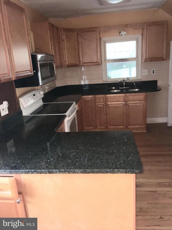 Granite Kitchen - 4925 SUNSET LN, ANNANDALE