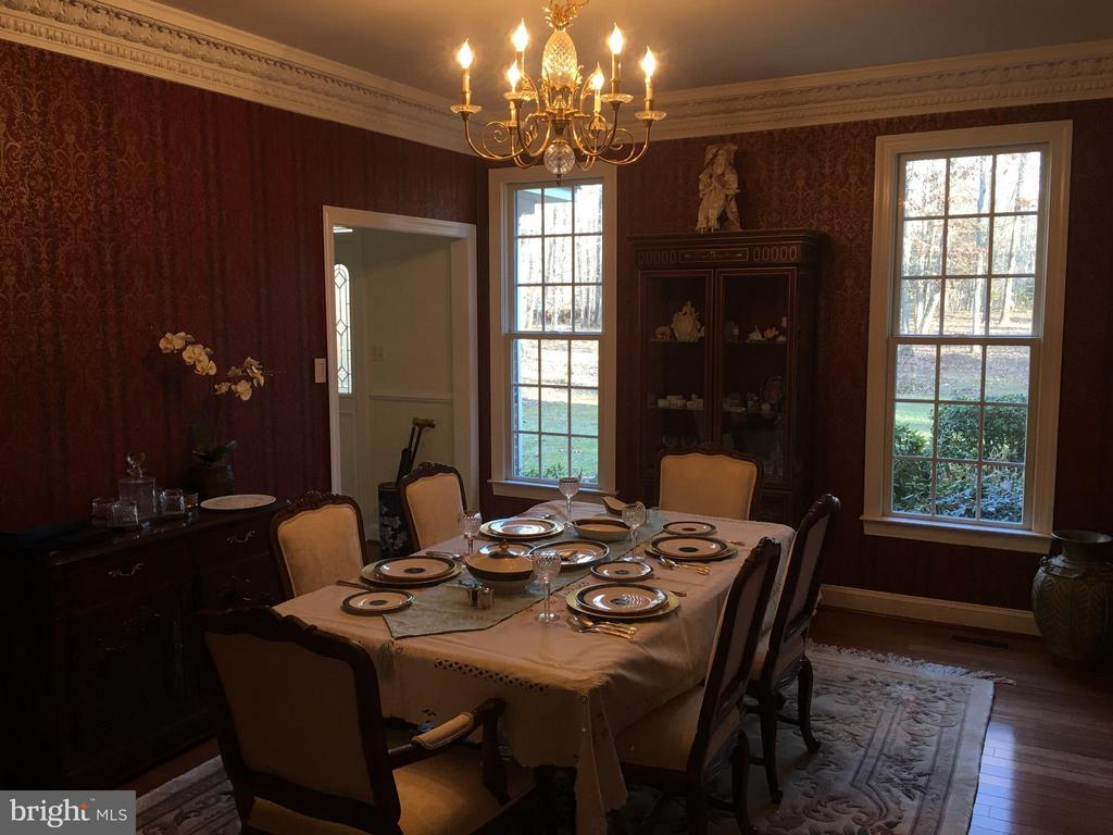 FORMAL DINING with detailed moldings & lighting.. - 6142 WALKER'S HOLLOW, LOCUST GROVE