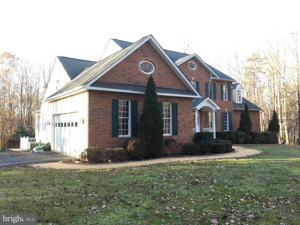 A home with CHARACTER and CHARM.. - 6142 WALKERS HOLLOW WAY, LOCUST GROVE