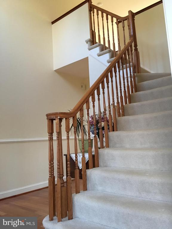 STAIRWAY to~FOUR full bedrooms.. - 6142 WALKER'S HOLLOW, LOCUST GROVE