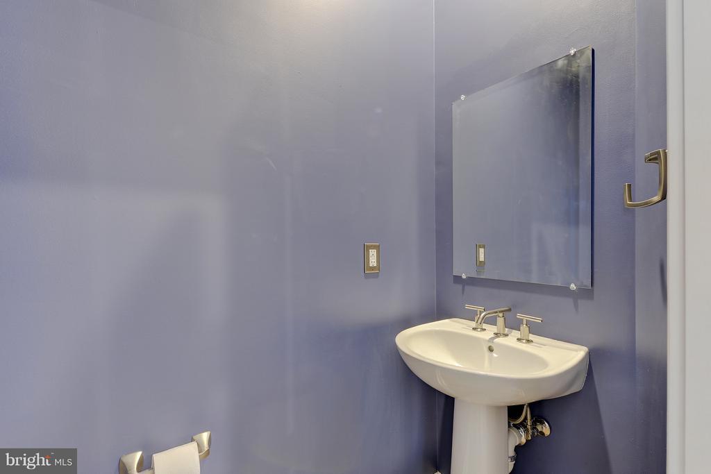 Powder room - 335 I ST SE, WASHINGTON