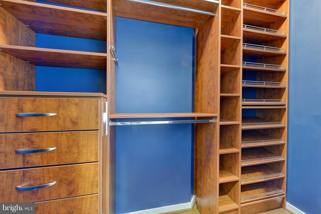 Beautiful and functional custom closet systems - 335 I ST SE, WASHINGTON