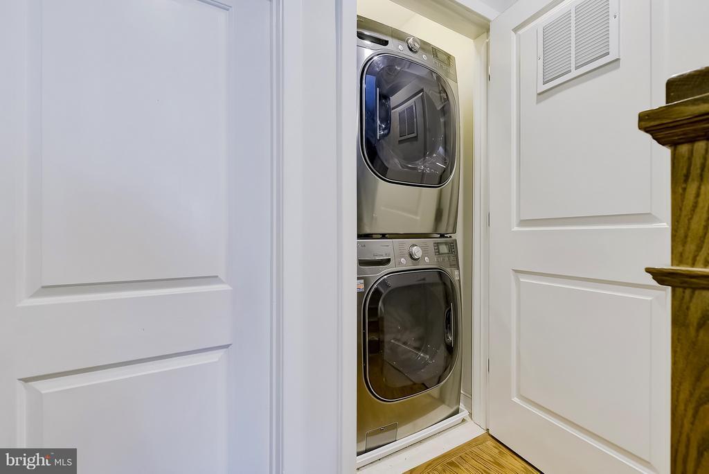 Full-size front loading washer and dryer - 335 I ST SE, WASHINGTON