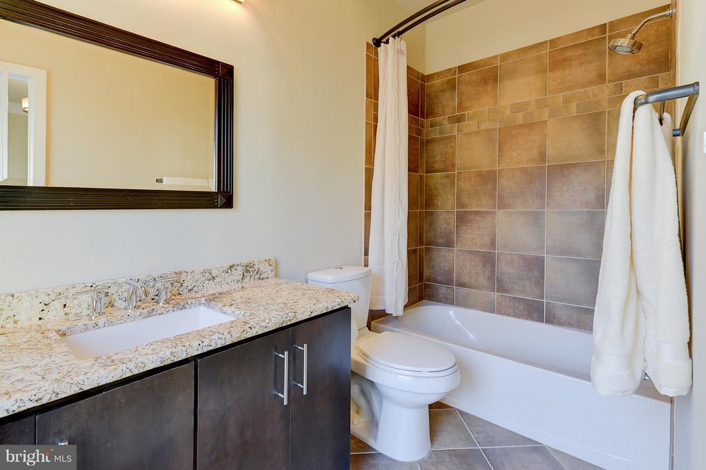 Guest suite bathroom - 335 I ST SE, WASHINGTON