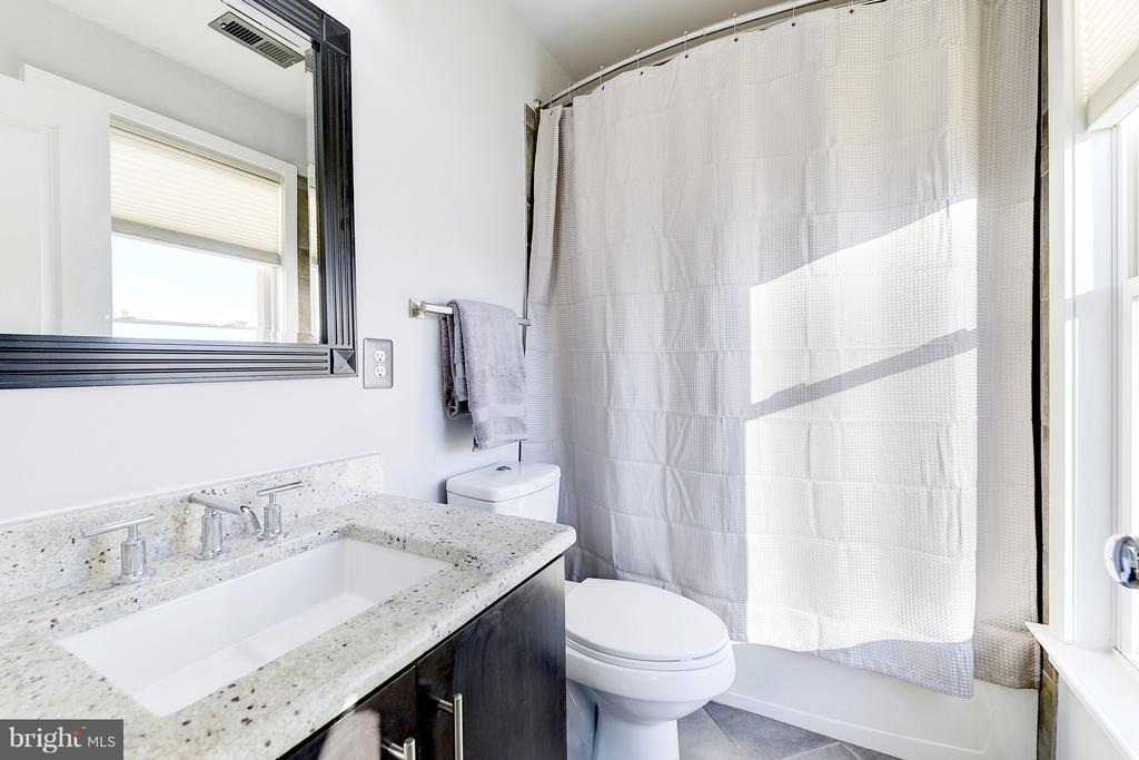 4th floor bathroom - 335 I ST SE, WASHINGTON