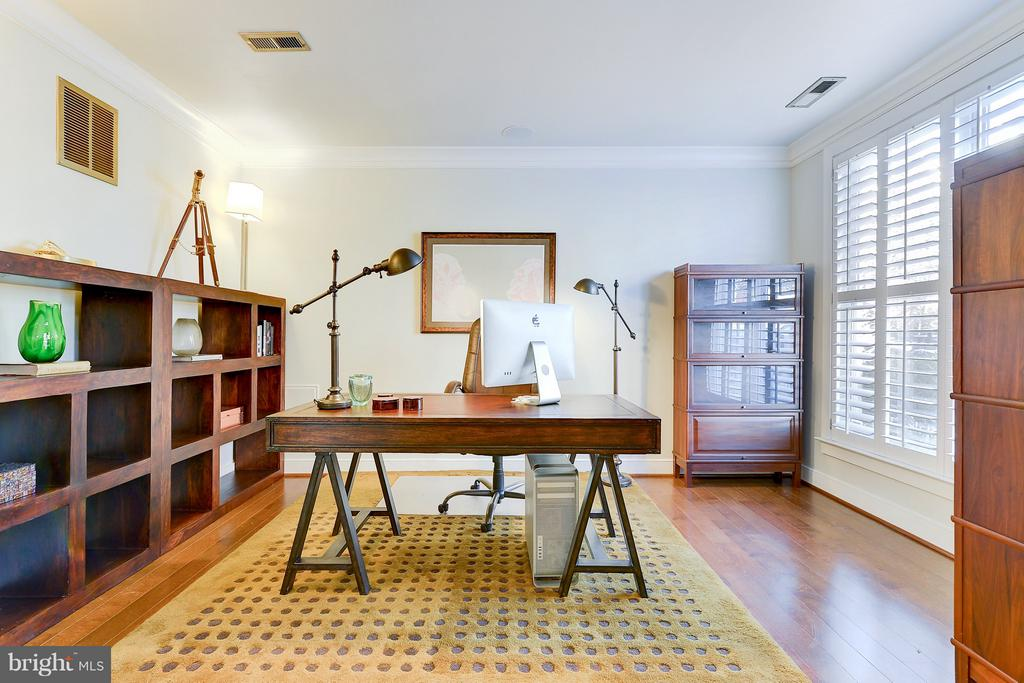 Office/Den/Bedroom on the first level - 335 I ST SE, WASHINGTON