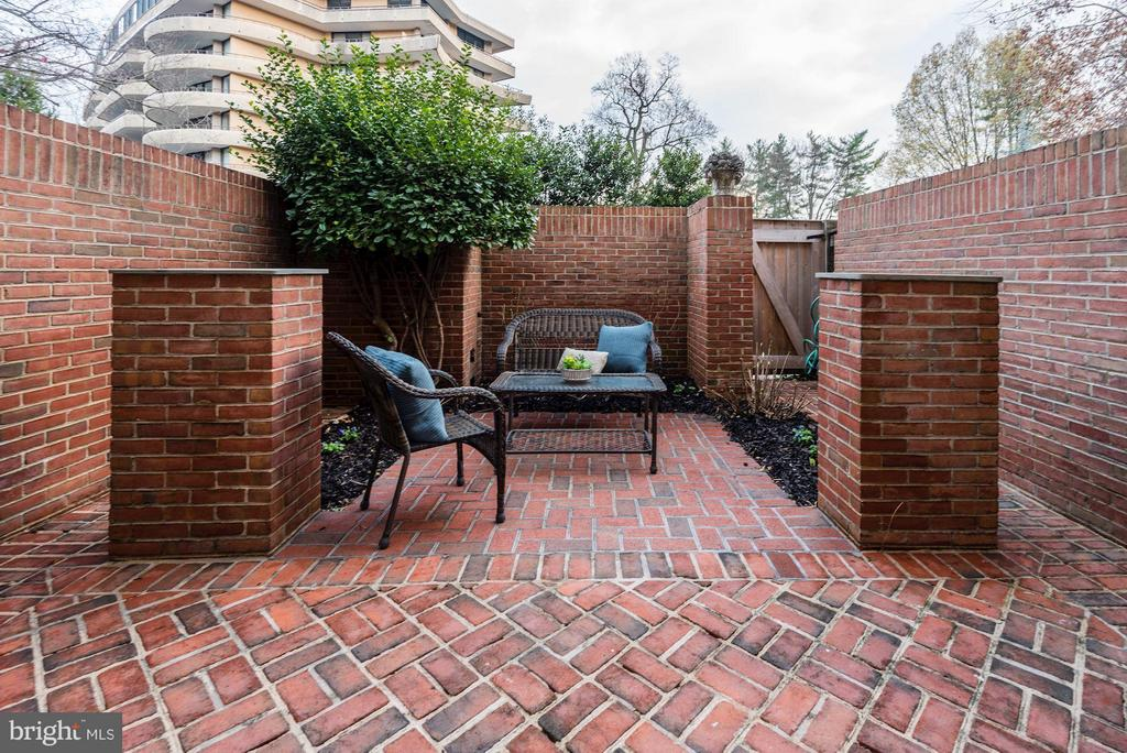Large Patio - 4367 WESTOVER PL NW, WASHINGTON