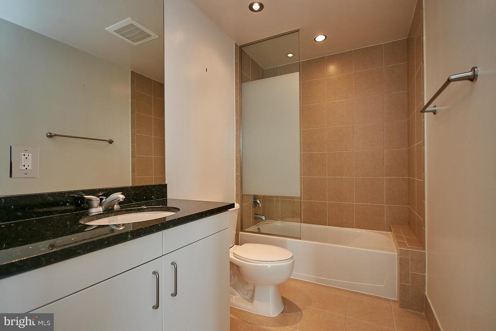 Bath - 3409 WILSON BLVD #801, ARLINGTON