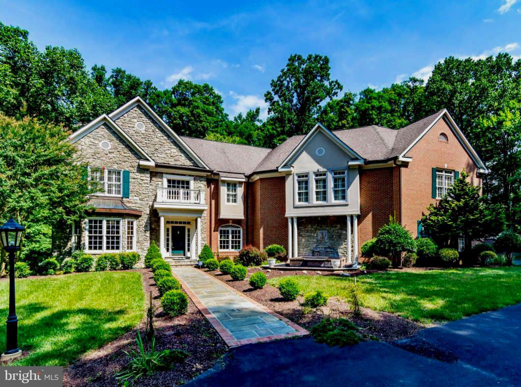 Single Family for Sale at 12329 Henderson Rd Clifton, Virginia 20124 United States