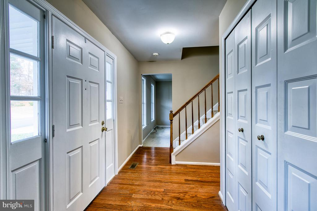 Hardwood foyer - 6056 RIDGE FORD DR, BURKE