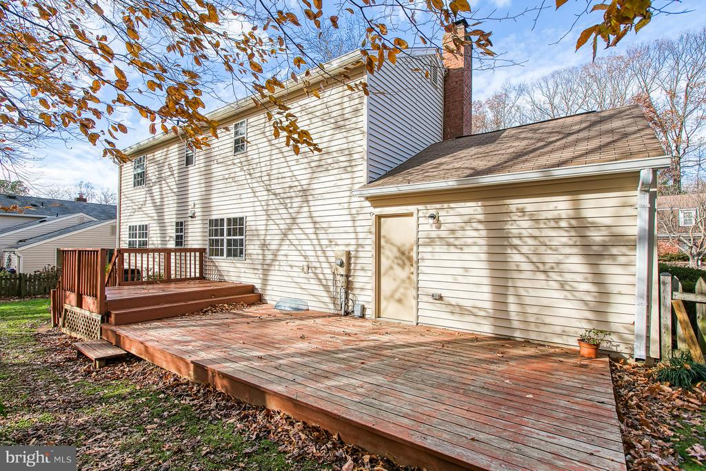 Large deck - 6056 RIDGE FORD DR, BURKE