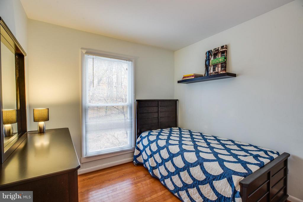 third bedroom with view to yard - 6213 GARRETSON ST, BURKE