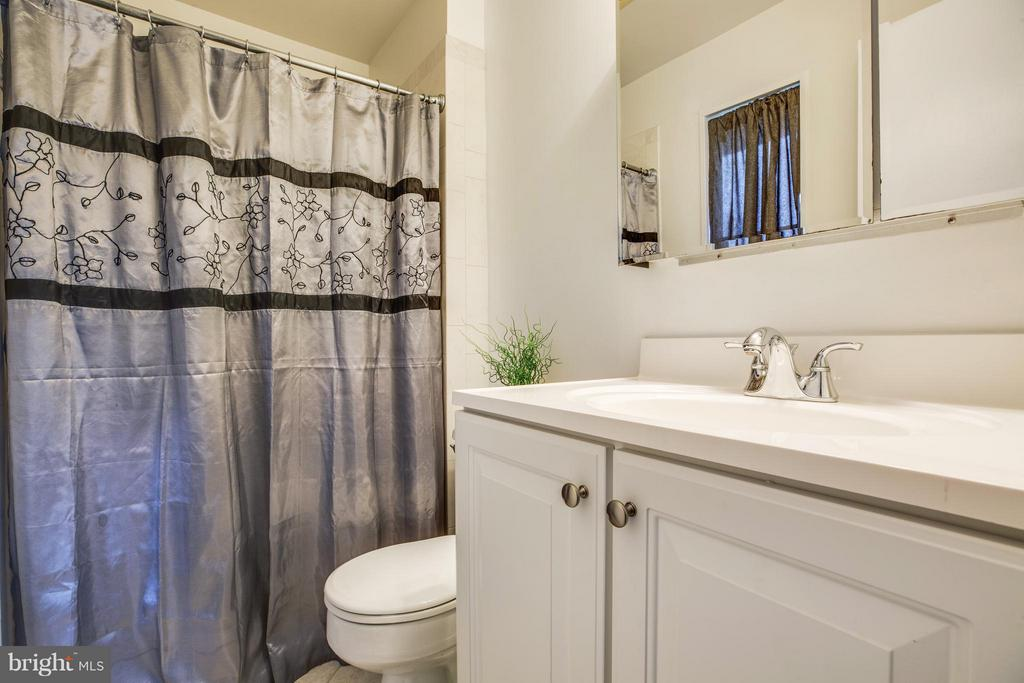 master bathroom with window (not pictured) - 6213 GARRETSON ST, BURKE