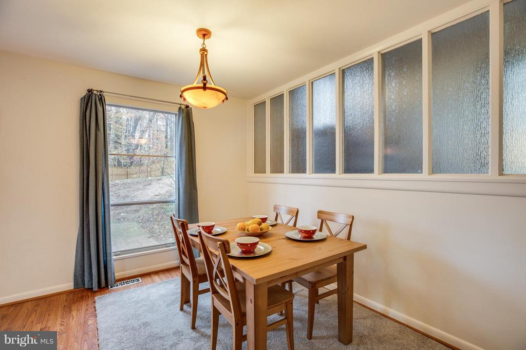 dining room with view to backyard - 6213 GARRETSON ST, BURKE