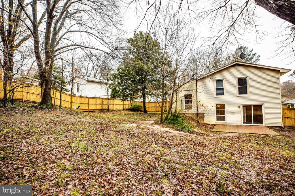 Spacious back yard - 6213 GARRETSON ST, BURKE