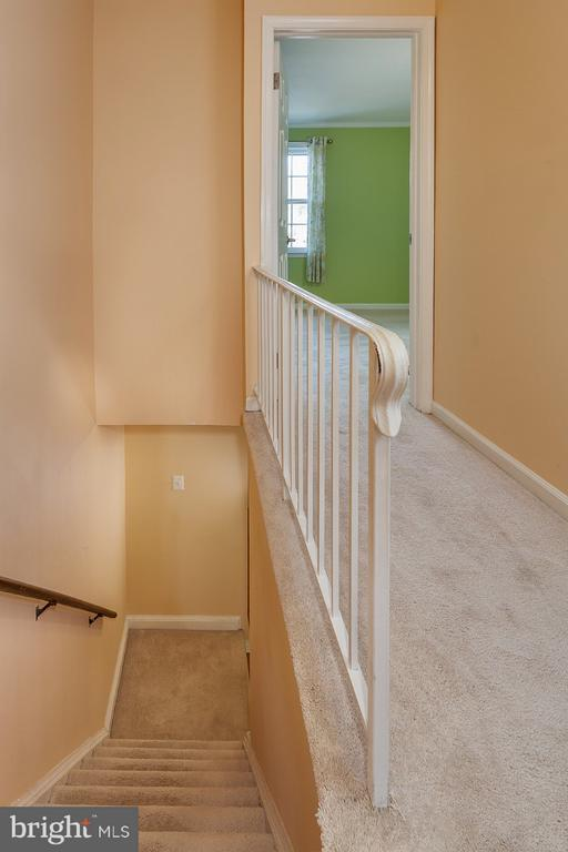 Stair down - 9440 CLOVERDALE CT, BURKE