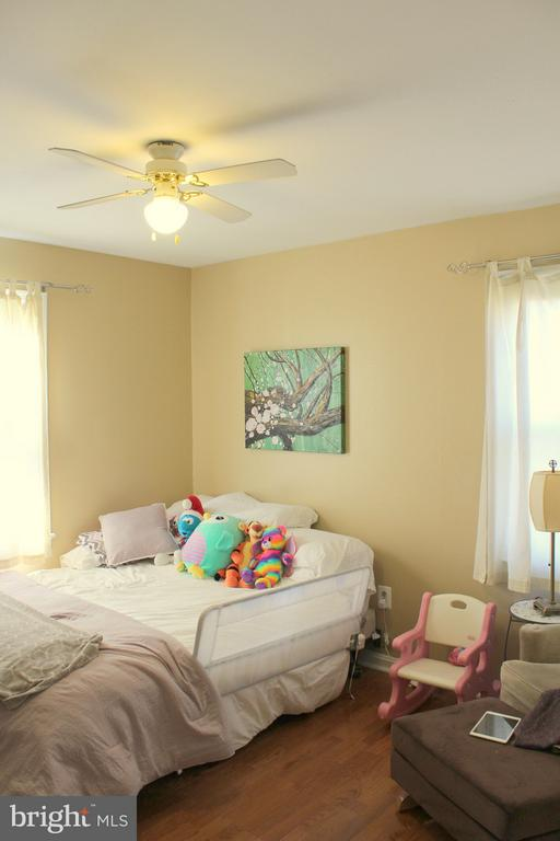 Bedroom 3 - 5010 SHERIDAN ST, RIVERDALE