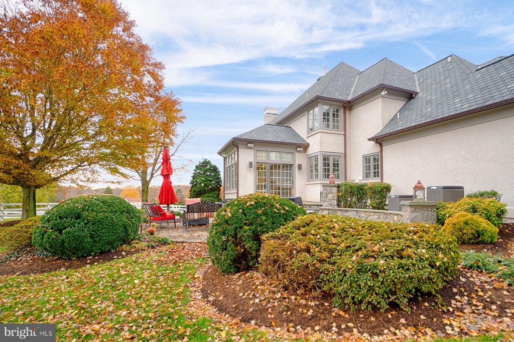 Extensive landscaping - 6501 CLIFTON RD, CLIFTON