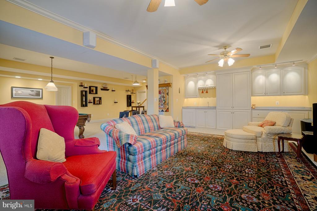 Lower level den/TV room w/wet bar - 6501 CLIFTON RD, CLIFTON