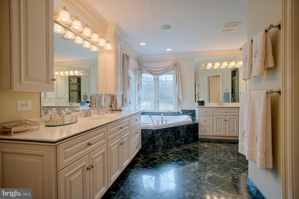 Master bathroom - 6501 CLIFTON RD, CLIFTON
