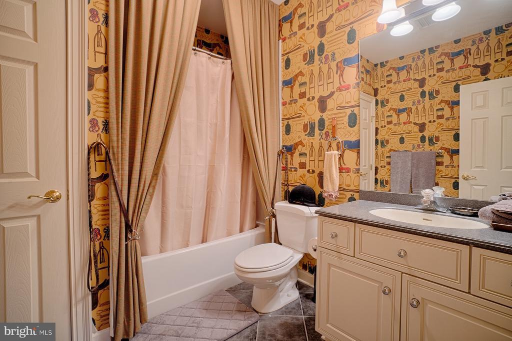 Lower level full bathroom - 6501 CLIFTON RD, CLIFTON
