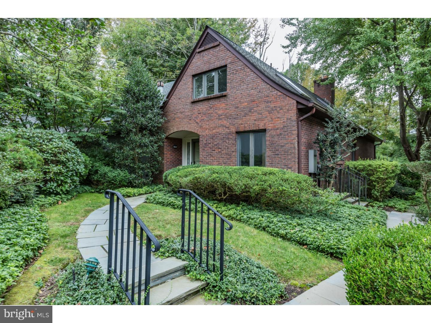 Single Family Home for Sale at 28 CONSTITUTION HL W Princeton, New Jersey 08540 United StatesMunicipality: Princeton