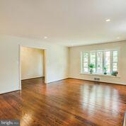 loads of recessed lighting and bay window - 1100 BEVERLEY DR, ALEXANDRIA