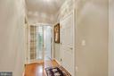Light filled hallway - 43416 SPANISH BAY CT, LEESBURG