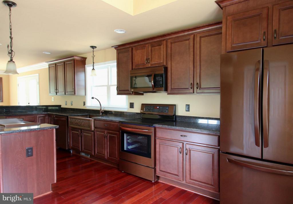 Cherry color kitchen - 11615 RIVER MEADOWS WAY, FREDERICKSBURG