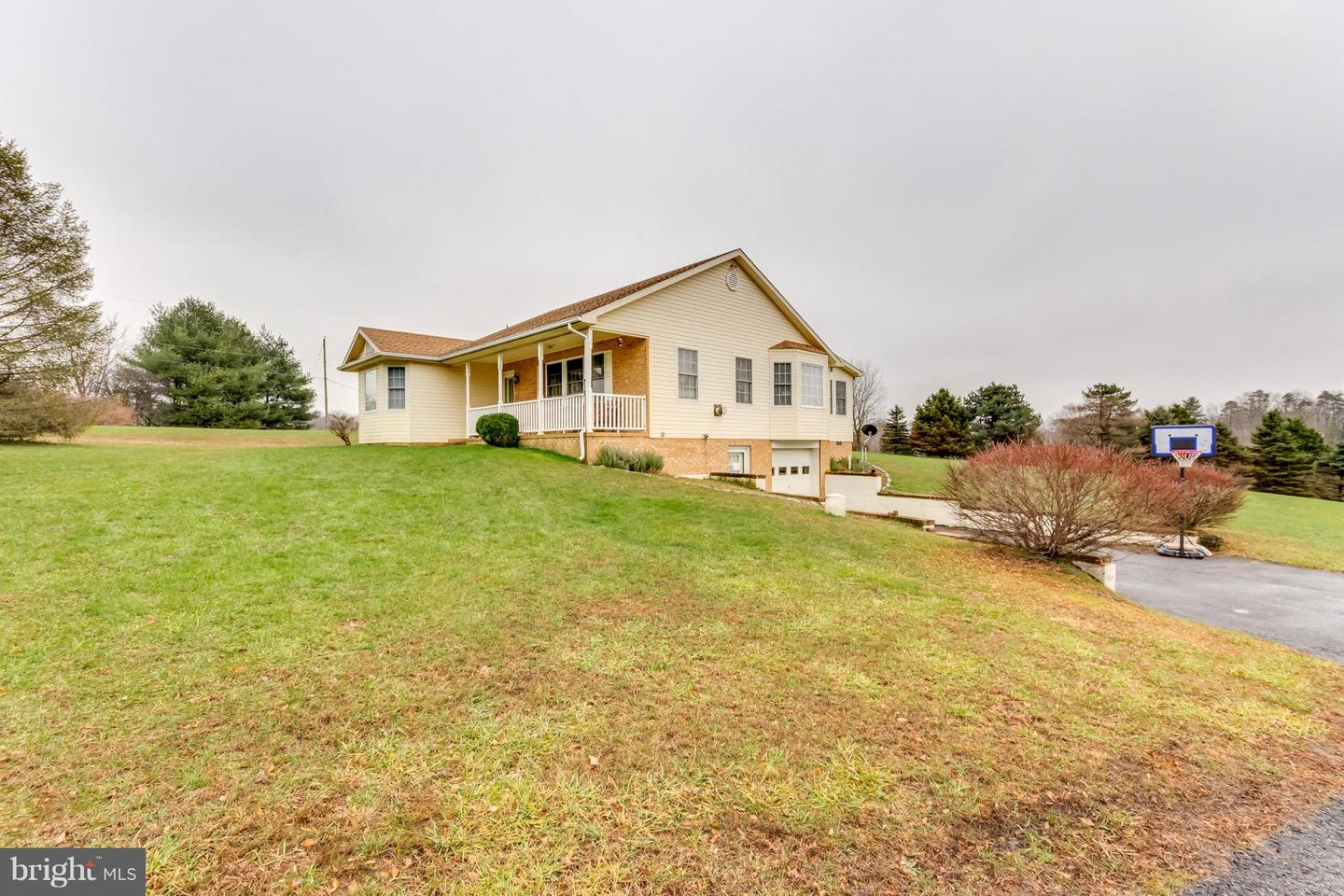 Single Family for Sale at 18 Brookview Acres Dr Berkeley Springs, West Virginia 25411 United States