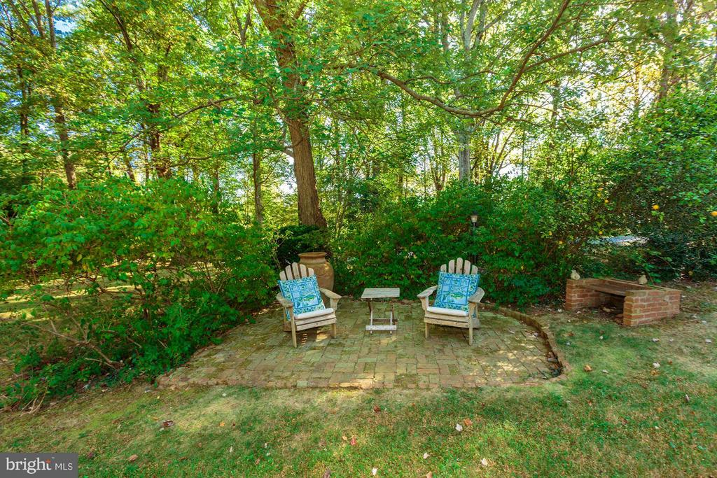 Charming brick terrace with fire pit - 8110 GEORGETOWN PIKE, MCLEAN
