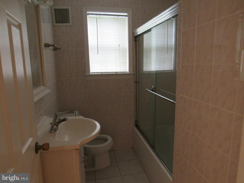 Bathroom Main Level - 4325 ROBERTS AVE, ANNANDALE