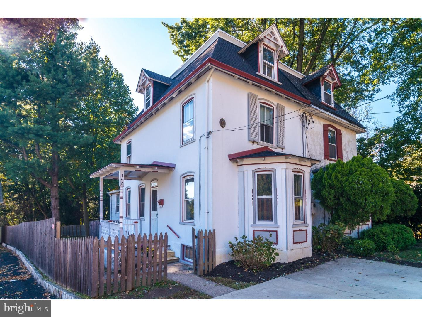 Photo of home for sale at 342 Laurel Avenue, Cheltenham PA