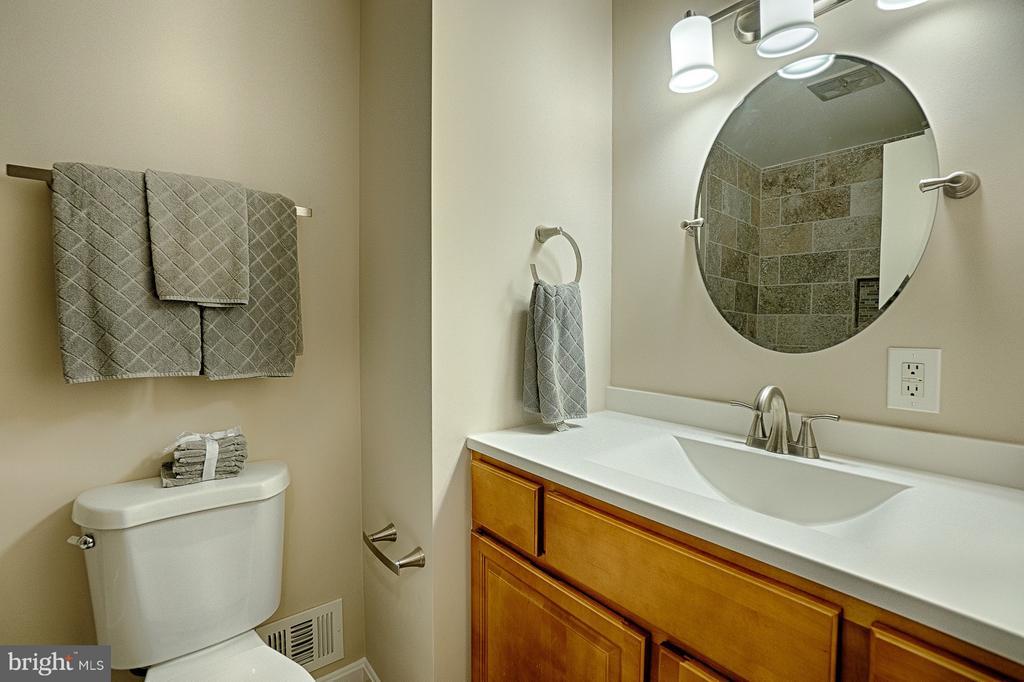 Hall Bathroom - 6702 COACHMAN DR, SPRINGFIELD
