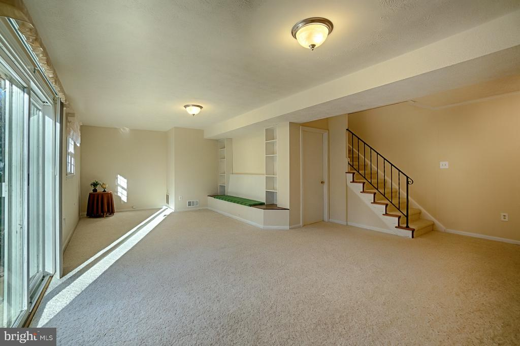 Lower Level Family Room - 6702 COACHMAN DR, SPRINGFIELD