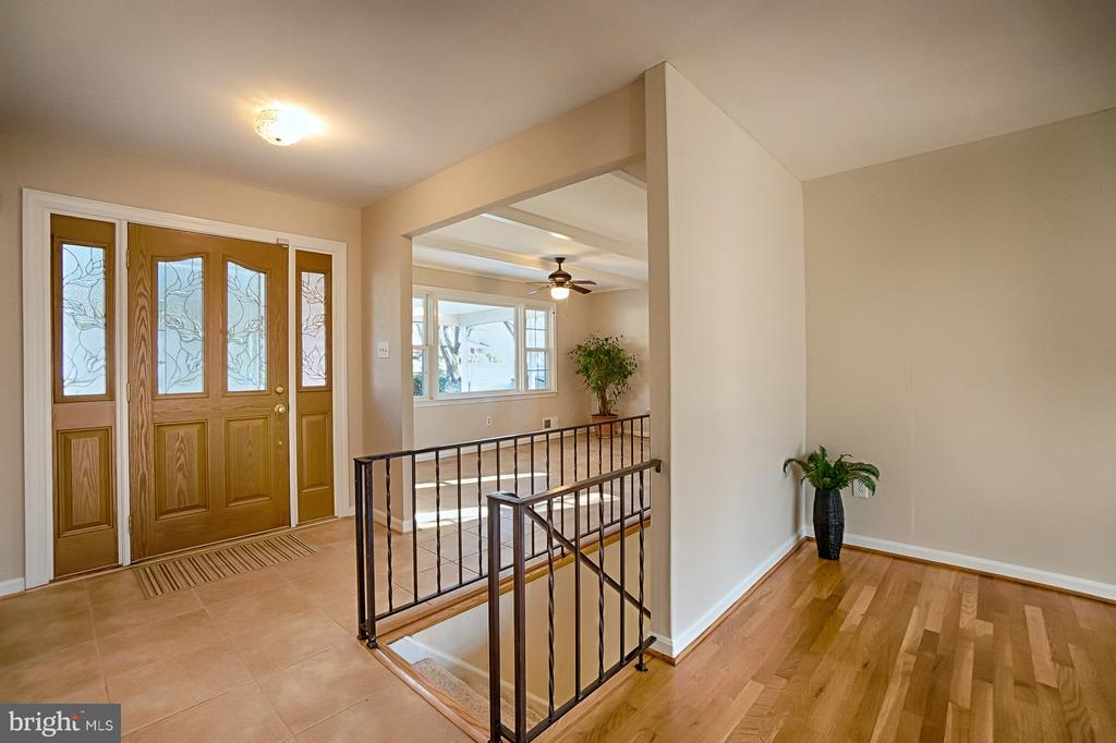Entrance Foyer - 6702 COACHMAN DR, SPRINGFIELD