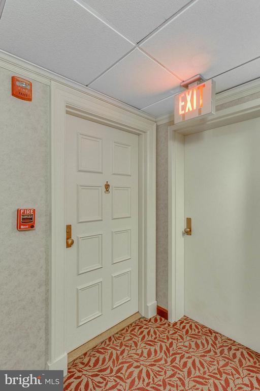 Door to Unit - 3800 FAIRFAX DR #1009, ARLINGTON