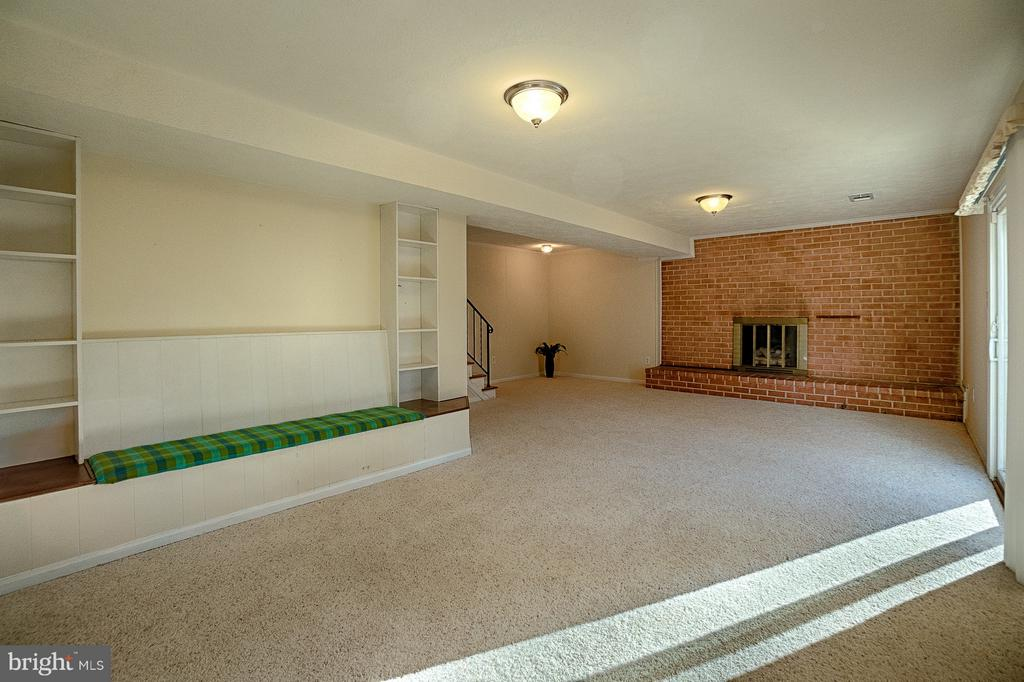Lower Level Family Room Fireplace and Bench - 6702 COACHMAN DR, SPRINGFIELD