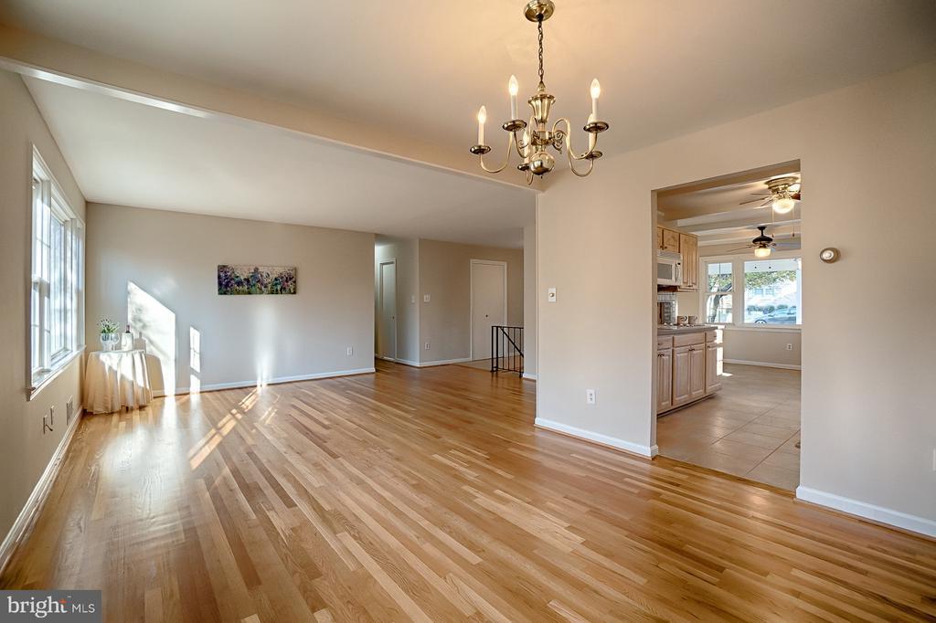 Main Living Area - 6702 COACHMAN DR, SPRINGFIELD