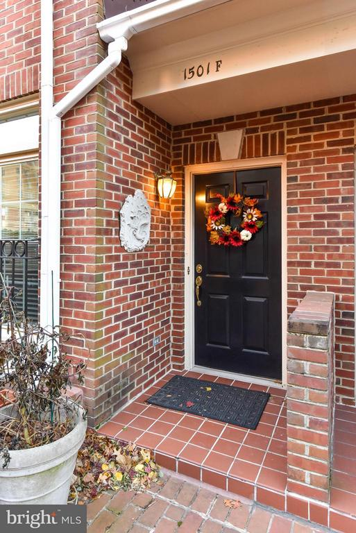 Welcome Home! - 1501F N COLONIAL TER, ARLINGTON